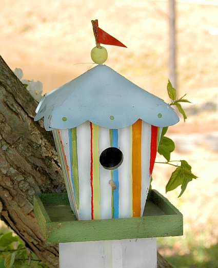 Whimsical bird houses novelty bird houses unusual and for Types of birdhouses