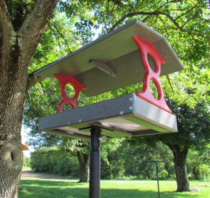 Recycled Poly Fly-Thru Feeder Large Red/Gray